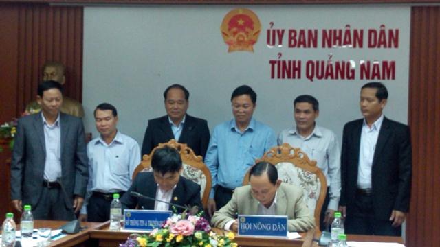 Phó Chủ tịch UBND tỉnh Lê Trí Thanh chứng kiến lễ ký kết
