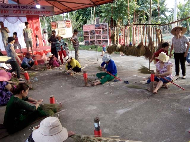 """Mặc dù trải qua nhiều thăng trầm, """"làng nghề vấn chổi đót Chiêm Sơn"""" vẫn được lưu giữ đến ngày hôm nay."""