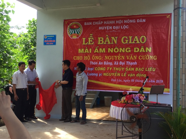 """Bàn giao """"Mái ấm nông dân"""", cho gia đình anh Nguyễn Văn Cường, xã Đại Thạnh"""