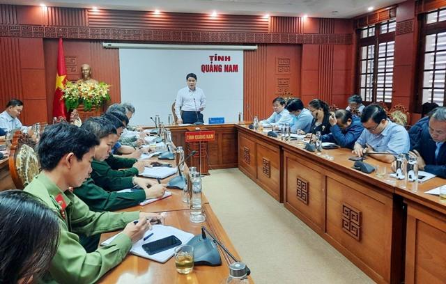 Phó Chủ tịch UBND tỉnh Trần Văn Tân chủ trì buổi làm việc về công tác phòng chống dịch Covid-19. Ảnh: H.Đ